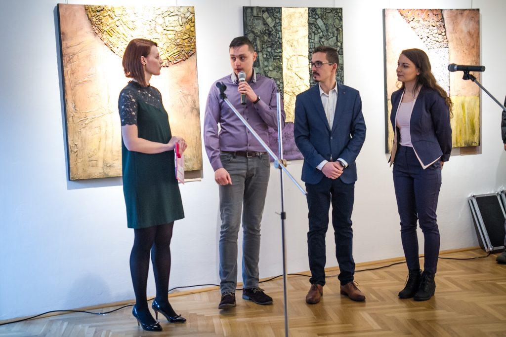 Autori projektu s hovorkyňou T-Systems Slovakia. Zľava Lívia Gaľová a developeri Marek Haluška, Filip Hudzík a Veronika Matejová. Sám v múzeu