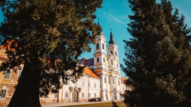 Premonštrátsky kláštor s Kostolom svätého Jána Krstiteľa v Jasove