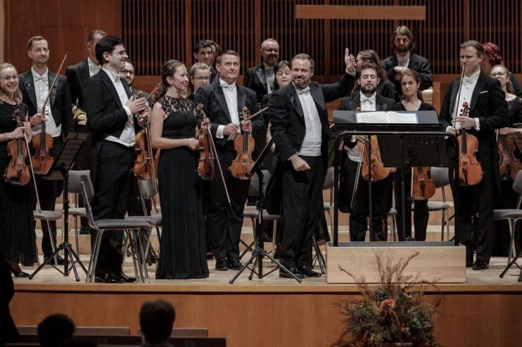 Nastávajúci šéfdirigent ŠfK Robert Jindra a orchester ŠfK_foto Jaroslav Ľaš